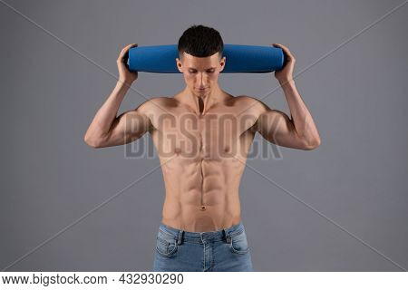 Shirtless Guy With Fit Torso Hold Workout Mat Grey Background, Fitness