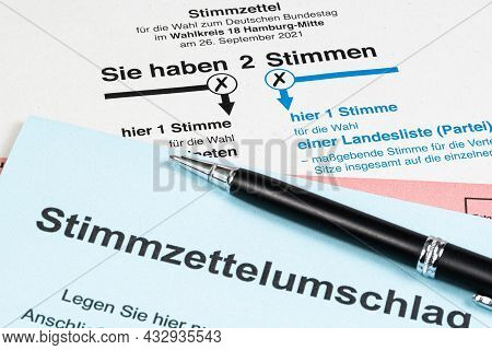 2021-09-14 Hamburg, Germany: Ballot Card And Vote-by-mail Envelope For The Federal Election In Germa