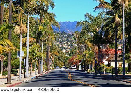 Historic E Figueroa Street At Anacapa Street Near Santa Barbara County Courthouse With Santa Ynez Mo