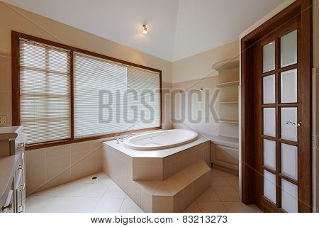 Interior design: Beautiful luxury bathroom with big bathtub