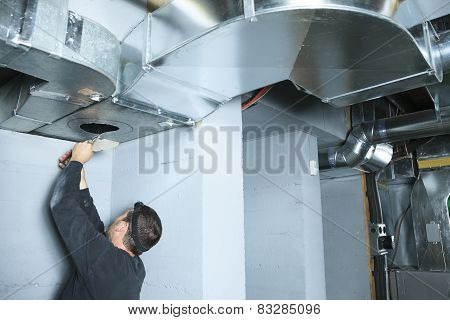 A ventilation cleaner check for dust on it.