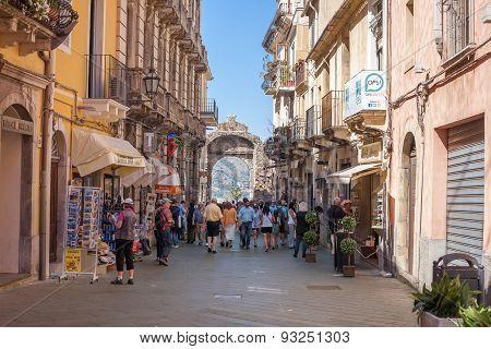 Messina Gate, Taormina
