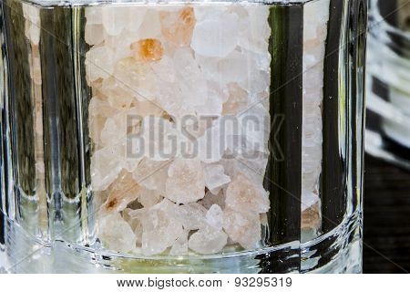 pink salt from himalaya in the glass