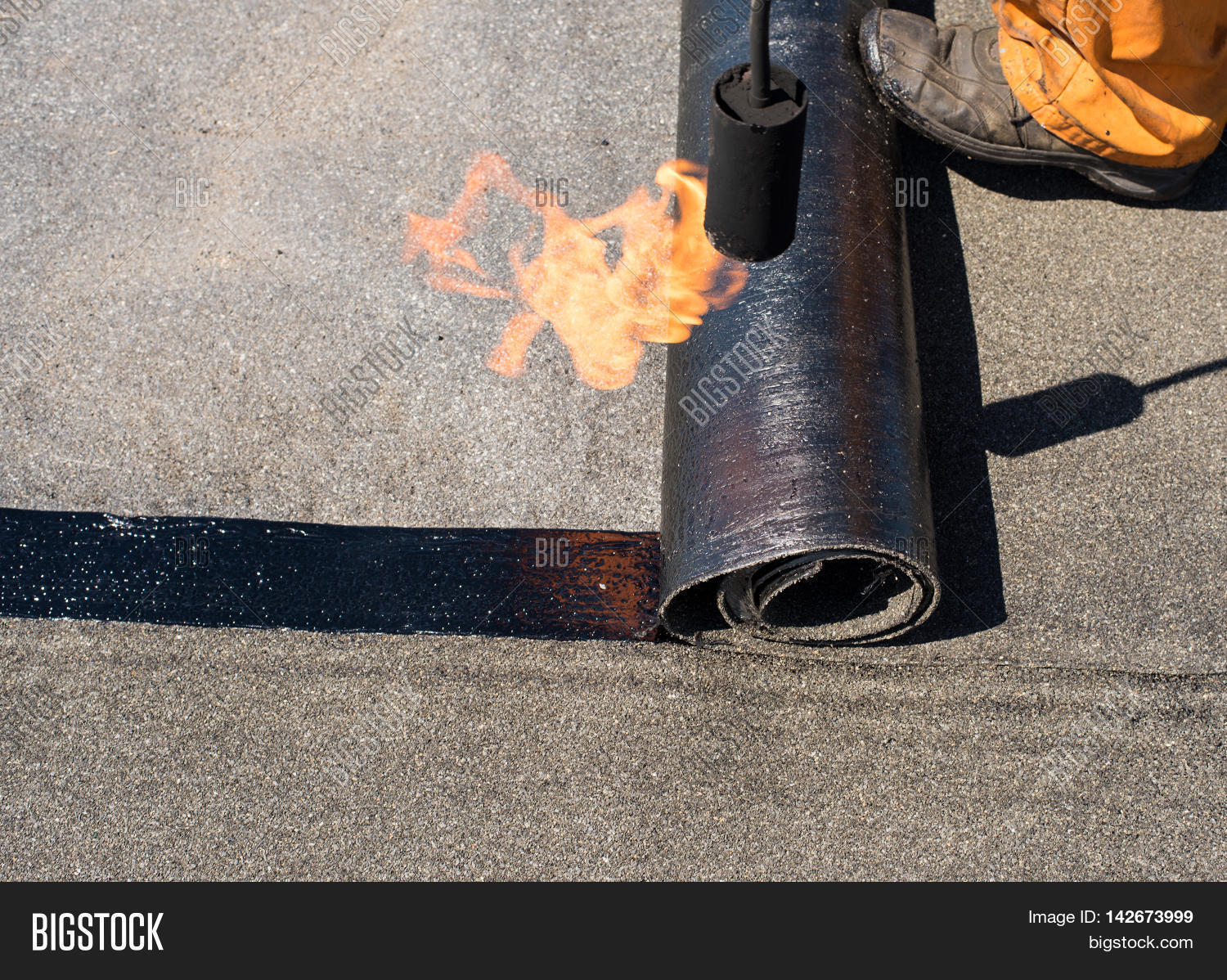 Roofer Man Worker Image Amp Photo Free Trial Bigstock