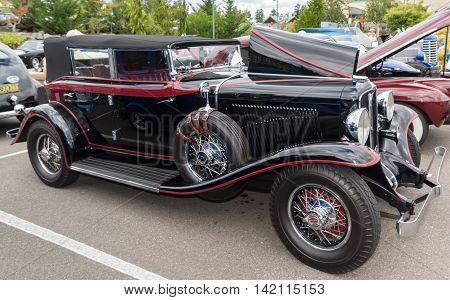 1931 Auburn at a 6 August 2016 classic car show in Gig Harbor Washington