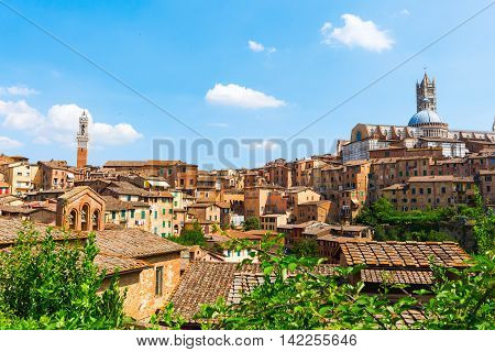 picture of the cityscape of Siena Tuscany Italy