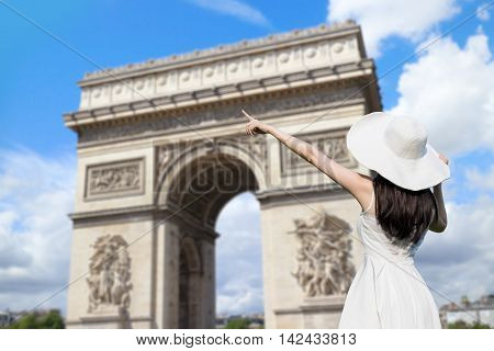 young woman wear dress and smile with Triumphal arch