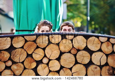 Peeper Joked Wedding Couple From Wooden Stumps