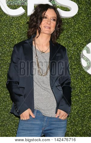 LOS ANGELES - AUG 10:  Sara Gilbert at the CBS, CW, Showtime Summer 2016 TCA Party at the Pacific Design Center on August 10, 2016 in West Hollywood, CA