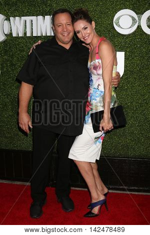 LOS ANGELES - AUG 10:  Kevin James, Erinn Hayes at the CBS, CW, Showtime Summer 2016 TCA Party at the Pacific Design Center on August 10, 2016 in West Hollywood, CA