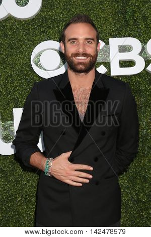 LOS ANGELES - AUG 10:  Joshua Sasse at the CBS, CW, Showtime Summer 2016 TCA Party at the Pacific Design Center on August 10, 2016 in West Hollywood, CA