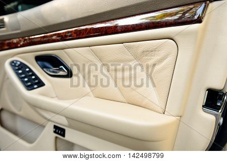 The safety side door airbag in car