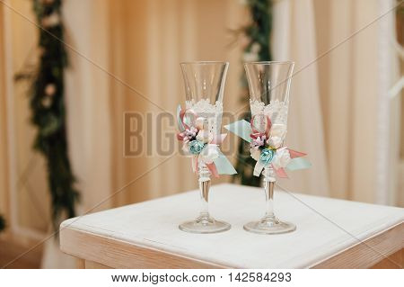 Wedding glasses with polymer clay flowers, beautiful decorated wedding glasses, flowers on wedding glasses, handmade wedding glasses
