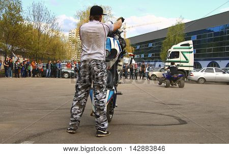 Moto free style pilot stunting on the square - Pyatigorsk Russia Opening of moto season 2015 on 1st May 2015