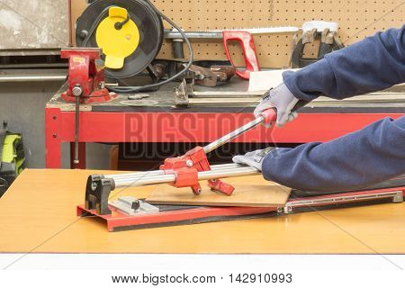 Hand Tile Cutter,Worker cutting tile with tile-cutter