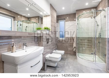 Beige High Gloss Bathroom Idea