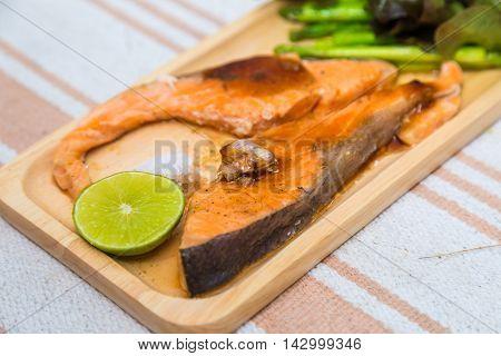 Grilled Salmon With Salad Vegatable Lime And Salt