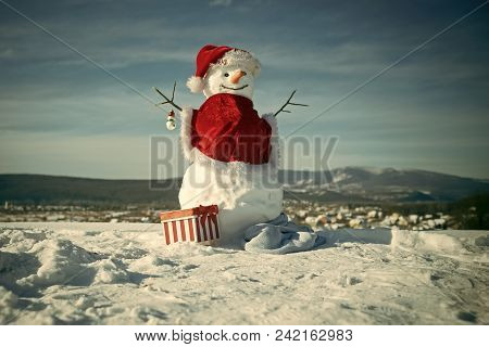 Happy New Year With Snowman. Snowmans Happy Couple. Snowmans Celebration. Snowman In Red Santa Claus