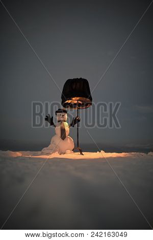 Happy New Year With Snowman. Snowmans Happy Couple. Snowmans Celebration. Winter Evening Party. Happ