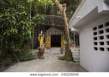 Many Buddha And God And Angel And Hermit Statue In Cave At Wat Khao Orr In Phatthalung, Thailand.