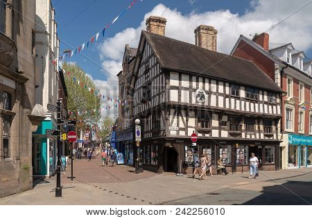 Oswestry, Shropshire, Uk - May 15, 2018: Shoppers On Cross Street In Oswestry Shropshire