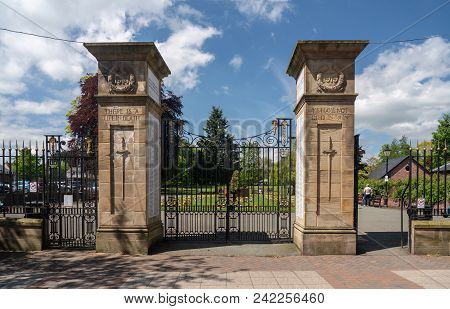 Oswestry, Shropshire, Uk - May 15, 2018: Memorial Gates To Town Park In Oswestry, Shropshire