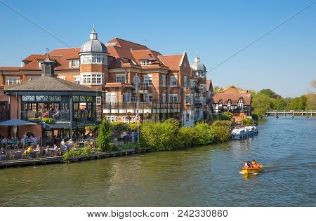 Windsor, Uk - May 5, 2018: River Side Restaurant In Eton With Lots Of People And Tourist Chilling Ou