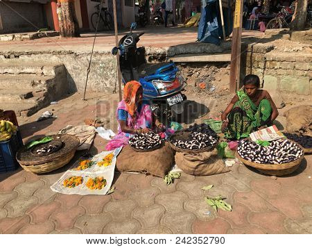 MANDLA, MADHYA PRADESH, INDIA - NOVEMBER 250, 2015: Unidentified Indian women with colorful traditional garments selling their fresh produce at an informal street market