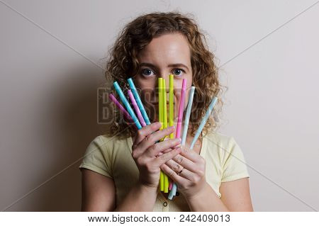 Woman Say No Straw Pollution Ans Show Straws