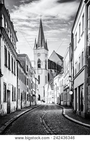 St. Nicholas' Church, Znojmo, Colorless