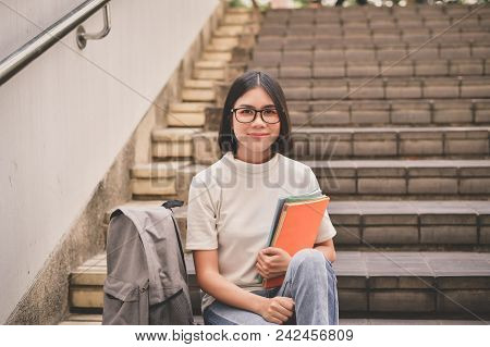 Education Concepts. Asian Women Reading Books In The University. Beautiful Women Are Relaxing In The