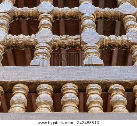 An Interleaved Wooden Ornaments (arabisk) Unit, Part Of A Facade In A Historic House In Old Cairo, E