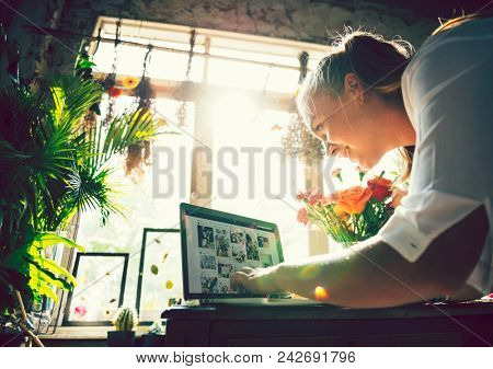 Florist promoting her e-business on social media
