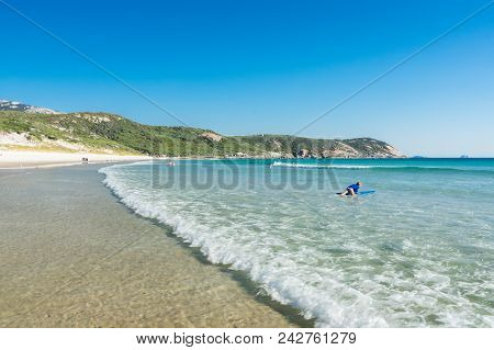 Wilsons Promontory, Australia - January 28, 2018: Beachgoers On Squeaky Beach, A Beach Known For Its