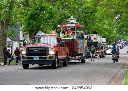 West Saint Paul, Mn/usa - May 19, 2018: West Saint Paul Mayor Jenny Halverson Leads Procession Aboar