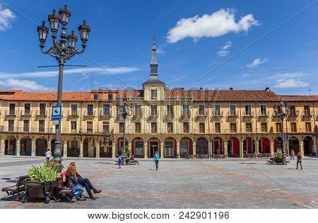 Leon, Spain - April 16, 2018: People Enjoying The Sun At The Plaza Mayor Of Leon, Spain