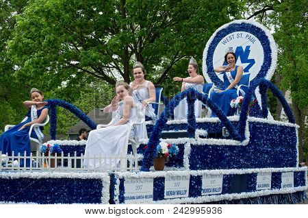 West Saint Paul, Mn/usa - May 19, 2018: Royalty Of West Saint Paul Waves To Crowd From Atop Float At