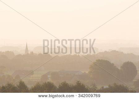 Zicht Op Bellegem Tijdens Een Mistige Ochtend, Kortrijk, Belgium