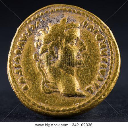 Aureus Of Tiberius Obverse  150118-9183