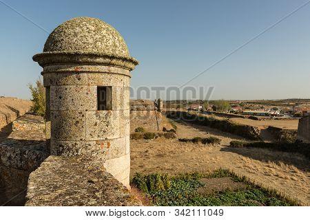 Ancient Walls In Almeida. Sentry Sentry Box..portugal.