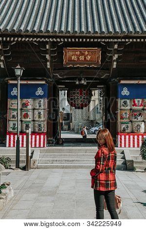 Kushida Shrine, Hakata, Fukuoka, Japan - November 2019 : Girl In Red Suit In Front Of Kushida Shrine