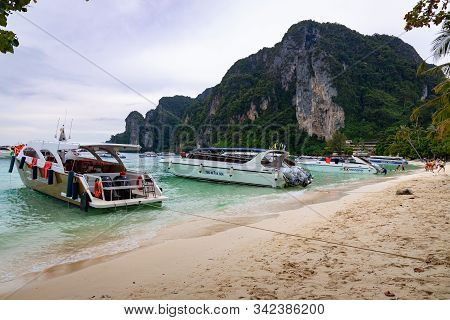 Phi Phi Island, Thailand - November 24 2019: People And Tourists Sunbathing At Ao Tonsai Beach In Ph