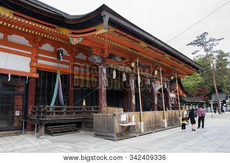 Kyoto, Japan- 27 Nov, 2019: People Visit To The Main Hall Of Yasaka Shrine In Kyoto Japan. Yasaka Sh