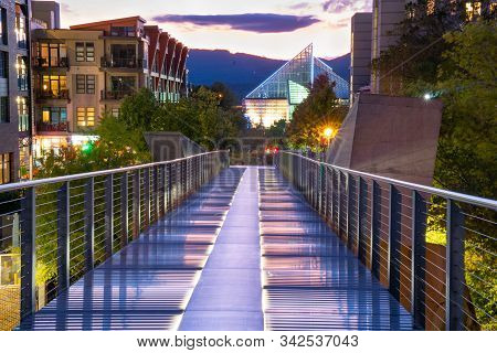 Chattanooga, Tn - October 8, 2019: Pedestrian Walkway Bridge In Downtown Chattanooga With Tennessee
