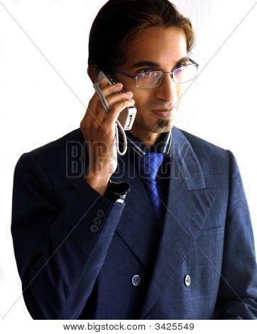 Homem de negócios, falando no telefone