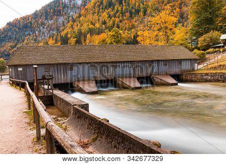 Altes Stauwehr Am Königssee In Der Schönau.