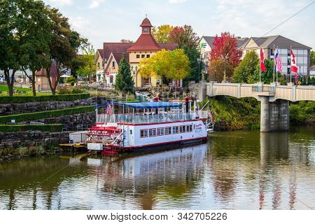 Frankenmuth, Michigan, Usa - October 9, 2018: Frankenmuth Cityscape With The Bavarian Belle Riverboa
