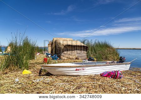 Titicaca Lake, Peru - October 14, 2015: Straw Huts And A Boat On One Of The Titino Floating Islands