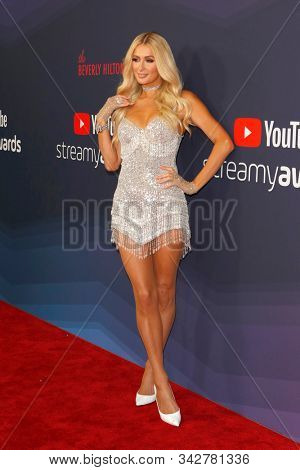 LOS ANGELES - DEC 13:  Paris Hilton at the 9th Annual Streamy Awards at the Beverly Hilton Hotel on December 13, 2017 in Beverly Hills, CA