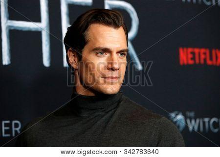 LOS ANGELES - DEC 3:  Henry Cavill at the